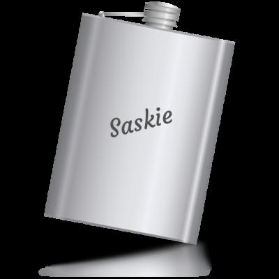 Saskie - kovová placatka se jménem